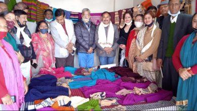Photo of हिमाचल में बुनकरों और शिल्पियों ने खोले रोजगार के द्वार